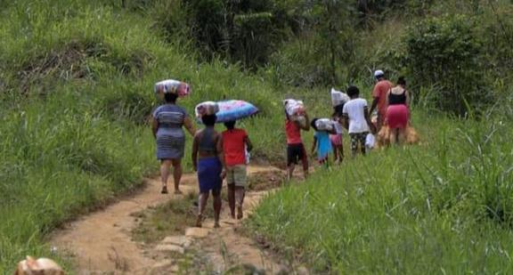 Entrega de cestas básicas no Quilombo Rio dos Macacos – BA | #TemGenteComFome