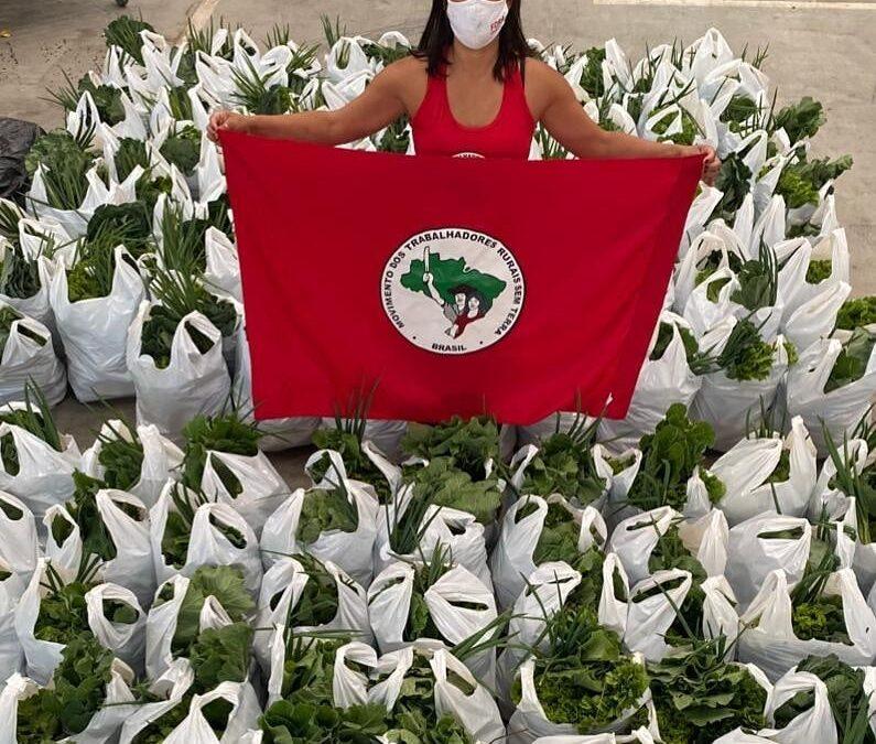 Entrega de cestas de alimentos orgânicos pelo Movimento Sem Terra | #TemGenteComFome