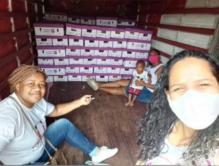 Entrega de cestas de alimentos orgânicos no Complexo do Alemão – RJ | #TemGenteComFome